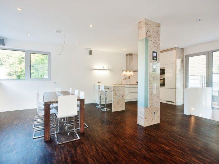 Einfamilienwohnhaus Weinheim – Esszimmertisch